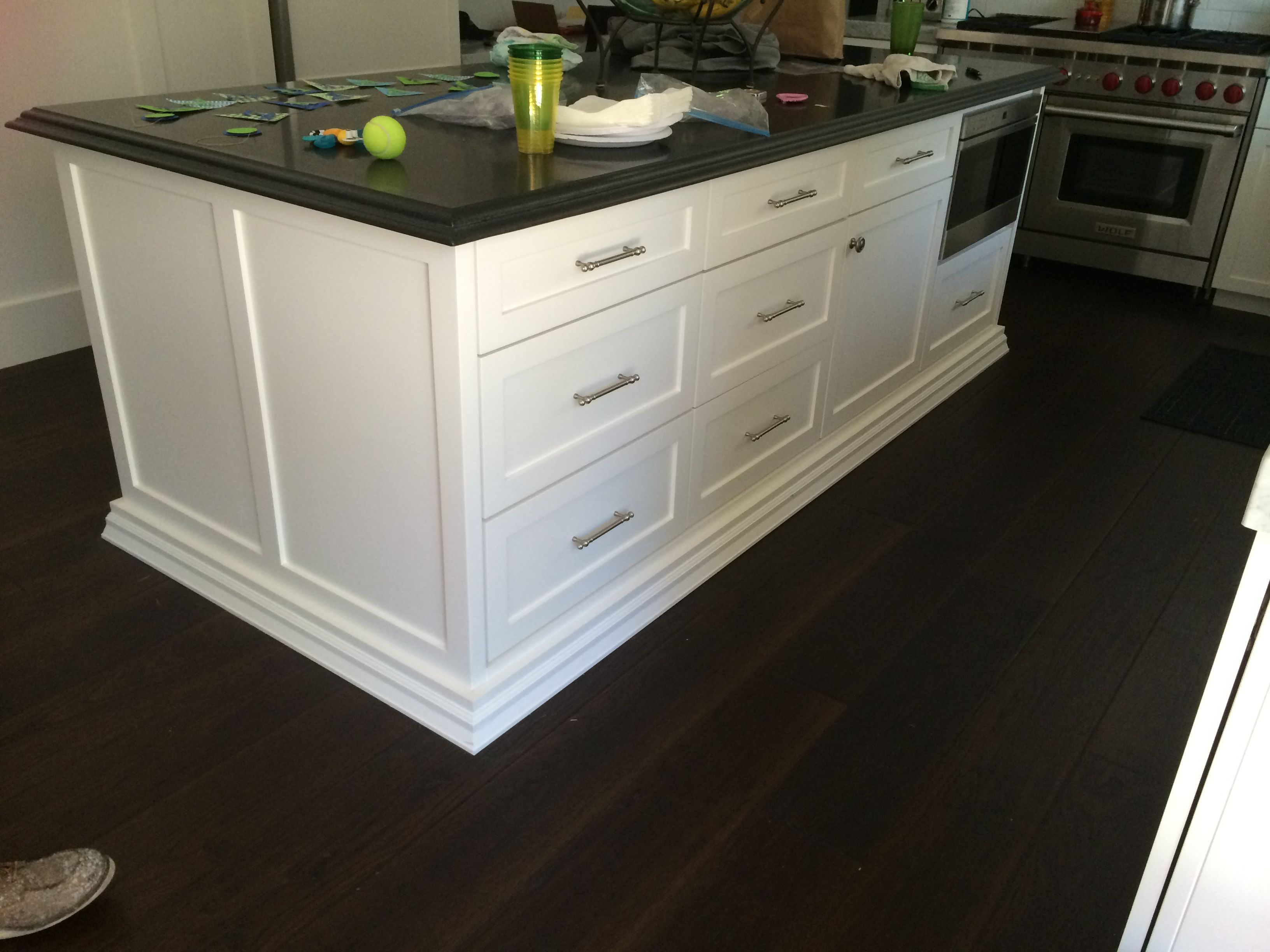 Shaker full overlay white custom island atc cabinets for Full kitchen cabinets