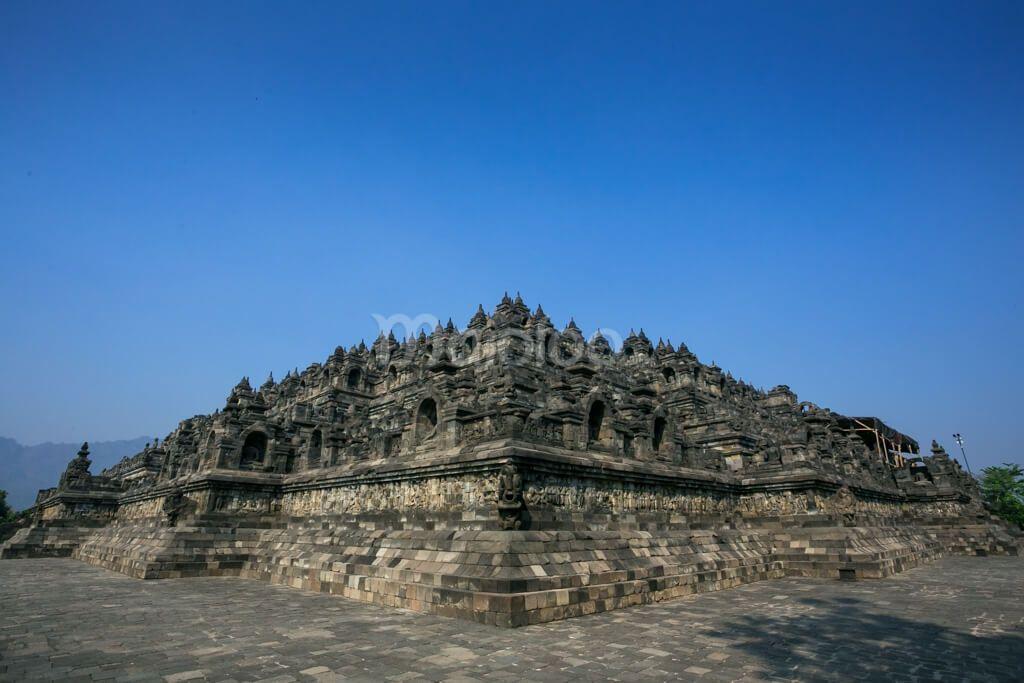 Salah satu pemandangan yang terlihat dari samping Candi Borobudur. (Benedictus Oktaviantoro/Maioloo.com)