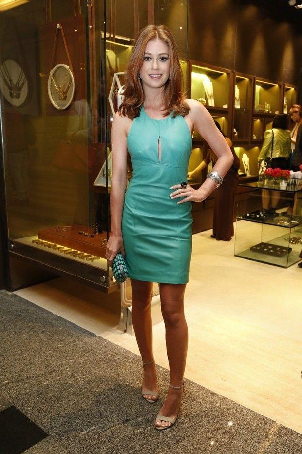 Marina Ruy Barbosa arrasa em vestido verde para ir a desfile no Rio