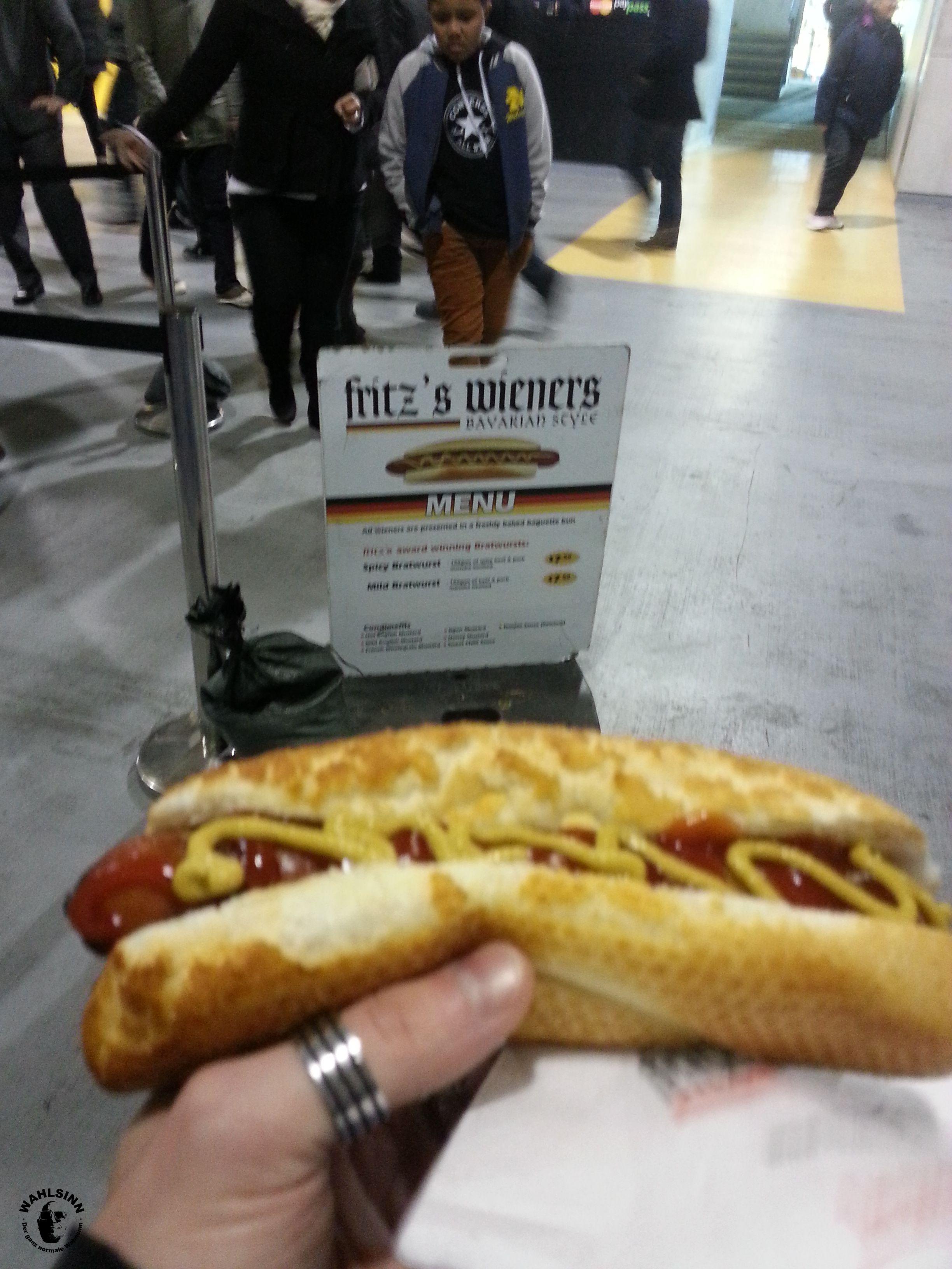 Fritz Wieners Bratwurst im Stadion von Wellington (Neuseeland)