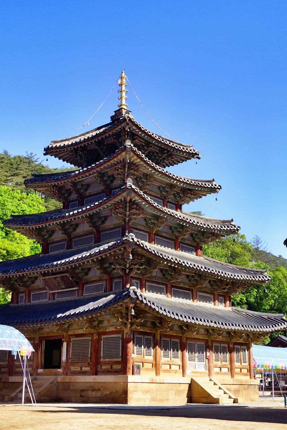 Palsangjeon is believed to be the oldest and tallest pagoda found in Korea. It is one of only 2 wooden pagodas in the country