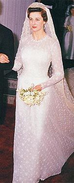 The Royal Order Of Sartorial Splendor Wedding Wednesday Princess Alexandra Kents Gown
