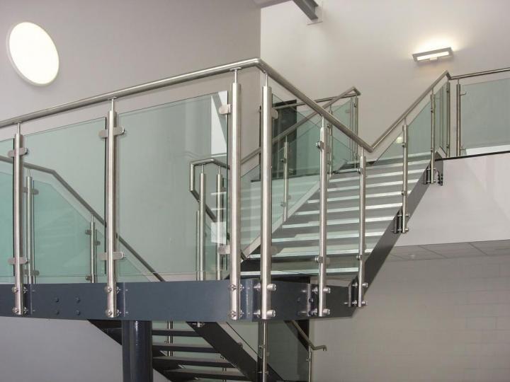 Barnada escalera vidrio buscar con google barandas for Modelos de escaleras exteriores