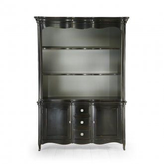 Citrus bookshelf with two doors and three drawers of solid wood. Elegant and refined, can be easily positioned in living and dining areas. Can be supplied with different finishes for the structure and the back panel. Upon request can be made to measure. Handles can be customized by metal colour and shape.