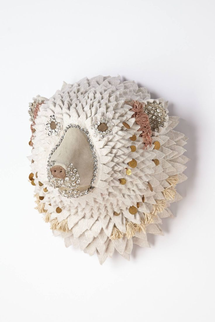 Es curioso como se han puesto de moda. Si no fuera porque hablamos de piezas decorativas realizadas en distintos materiales, yo no estaría ...