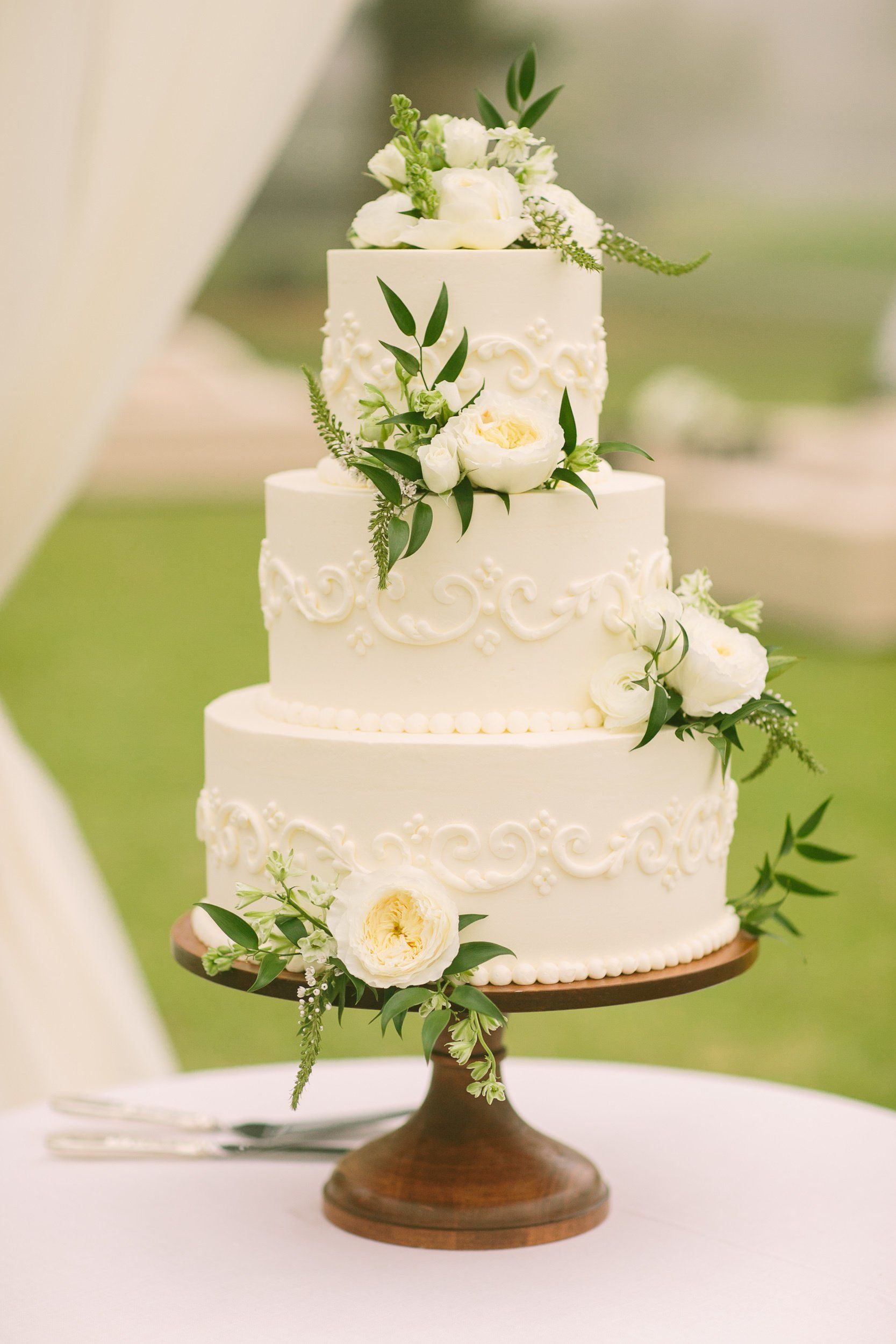 Bunches of ivory peonies and astilbe adorned the Kyla and Drew\'s ...