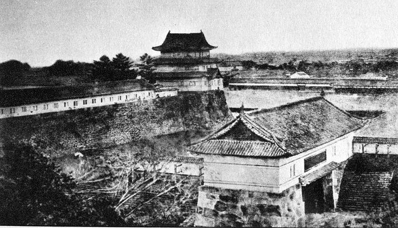 西ノ丸 坂下門(現在の門は90度位置が変わっている)