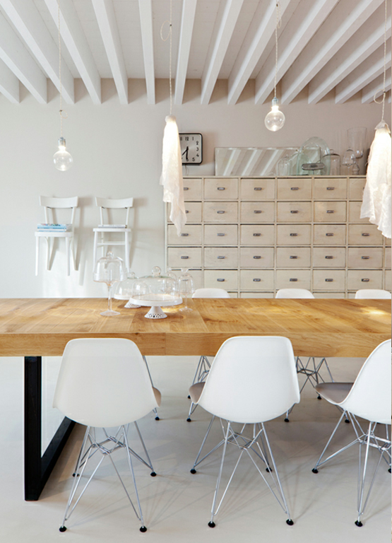 Love a long wooden table that I can use for work + dinner.