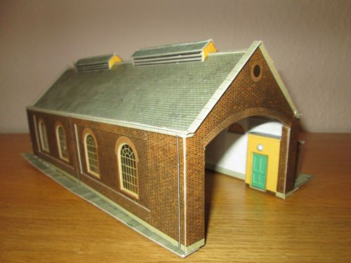 MODEL-RAILWAYS-OO-GAUGE-SUPERQUICK-ENGINE-SHED-WITH-LIGHTING | oo