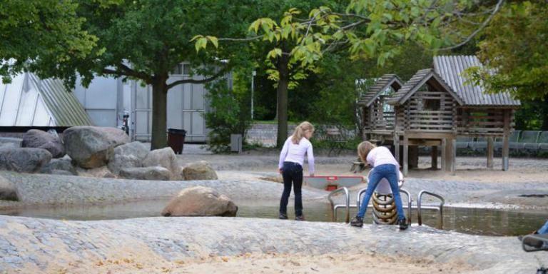 Water Playground At Britzer Garten Wasserspielplatz Spielplatz Spielplatz Ideen