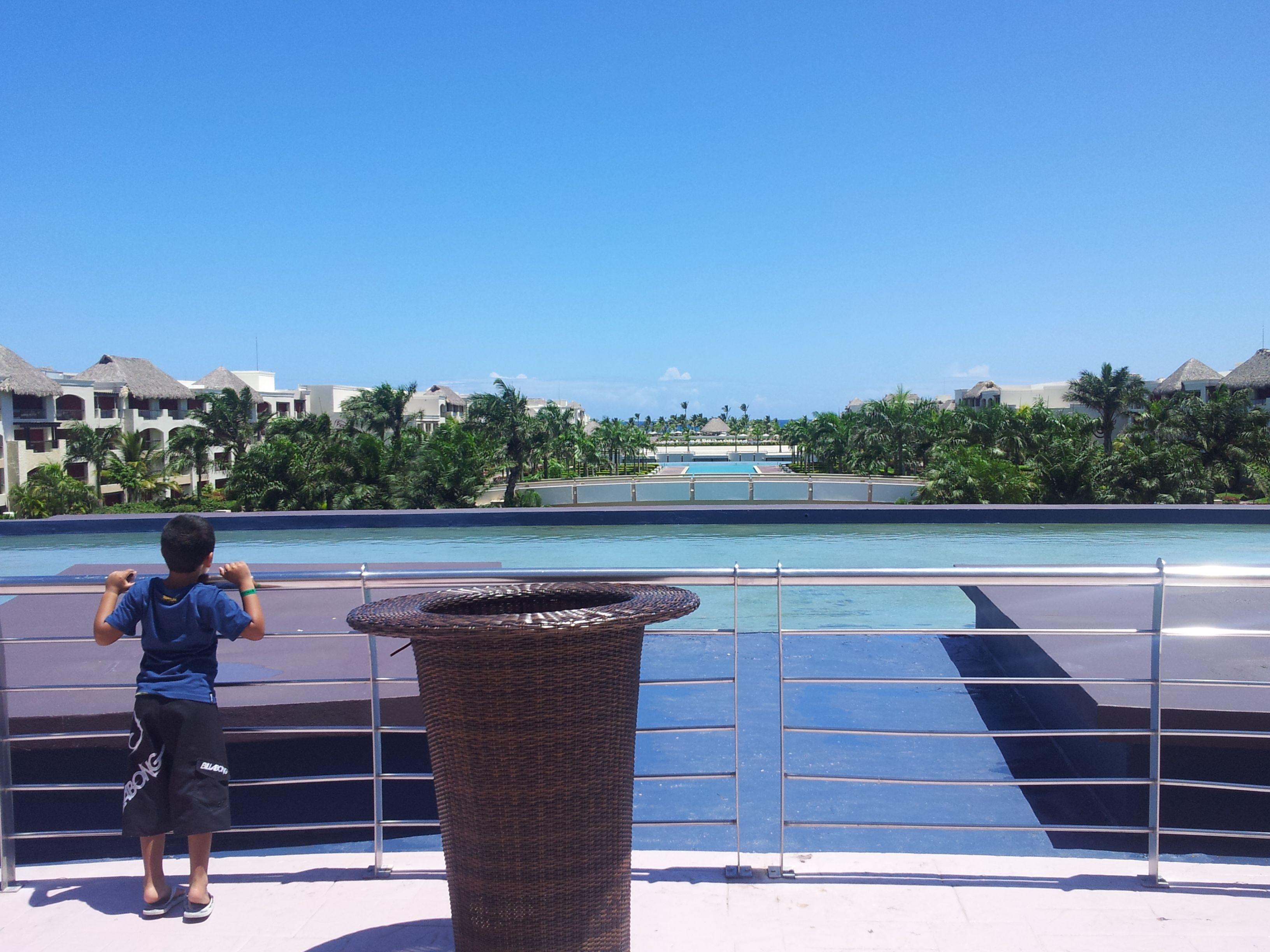 Adri... mirando la inmensidad  Hard Rock Punta Cana