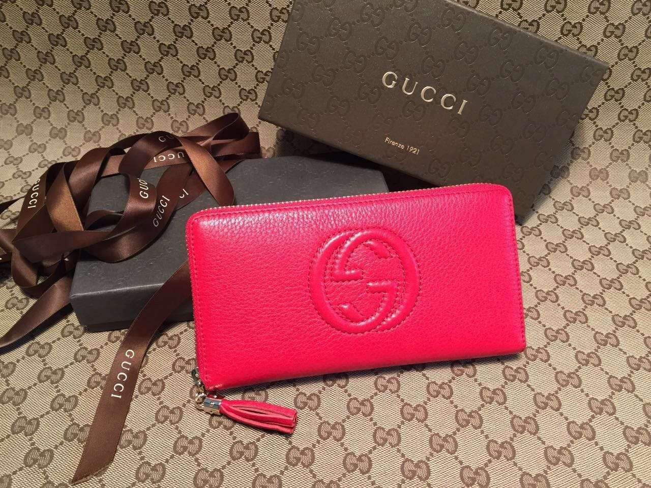 Gucci 308004 soho leather zip around wallet red gucci