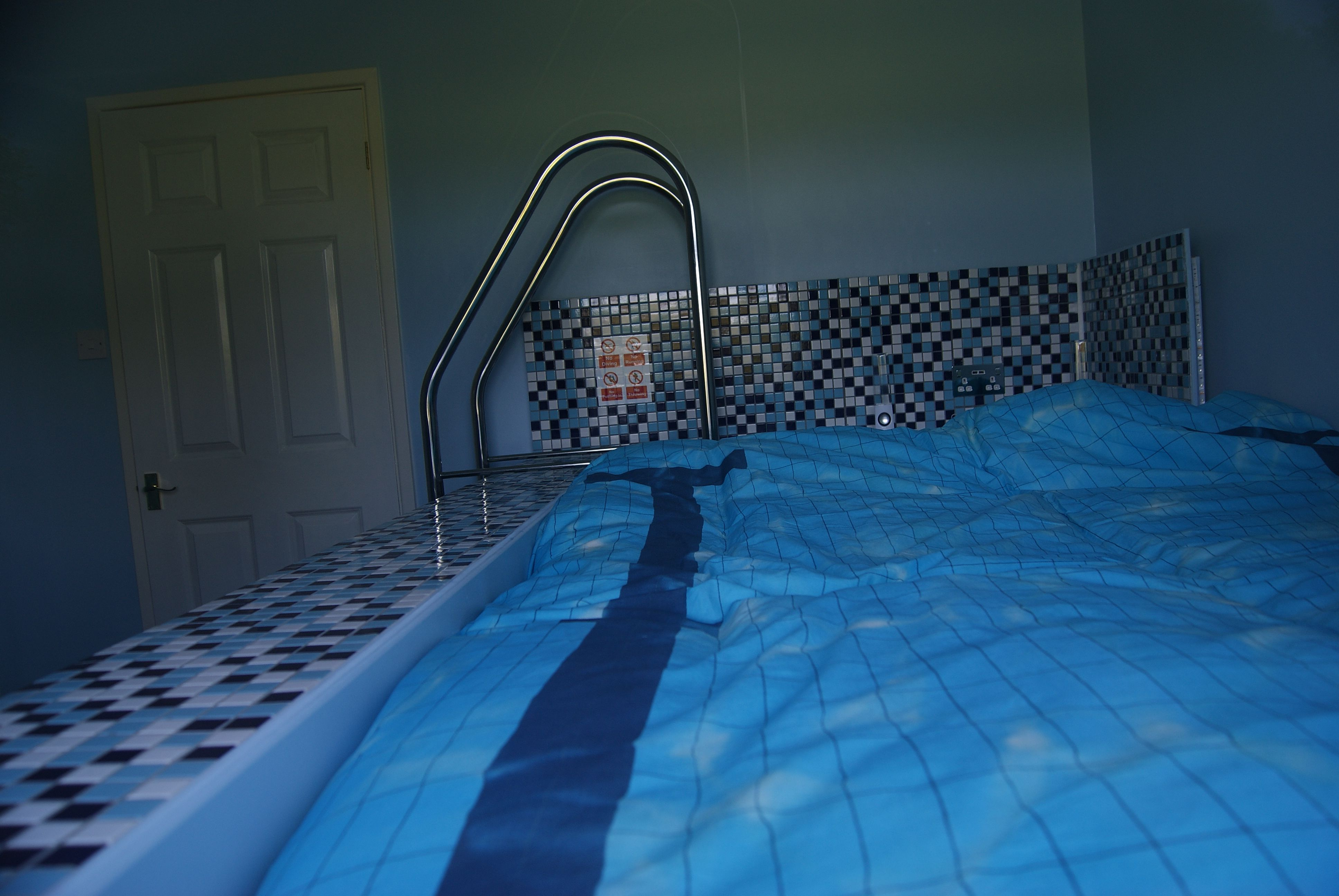 Swimming Pool Bed With Pool Steps Snurk Beddengoed Duvet