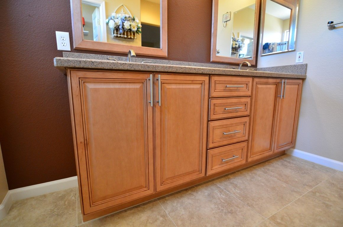 Ordinaire Maple Wellborn Cabinets In Concord Door Style In Light Java. Samsung Albion  Amber Quartz Counter Tops