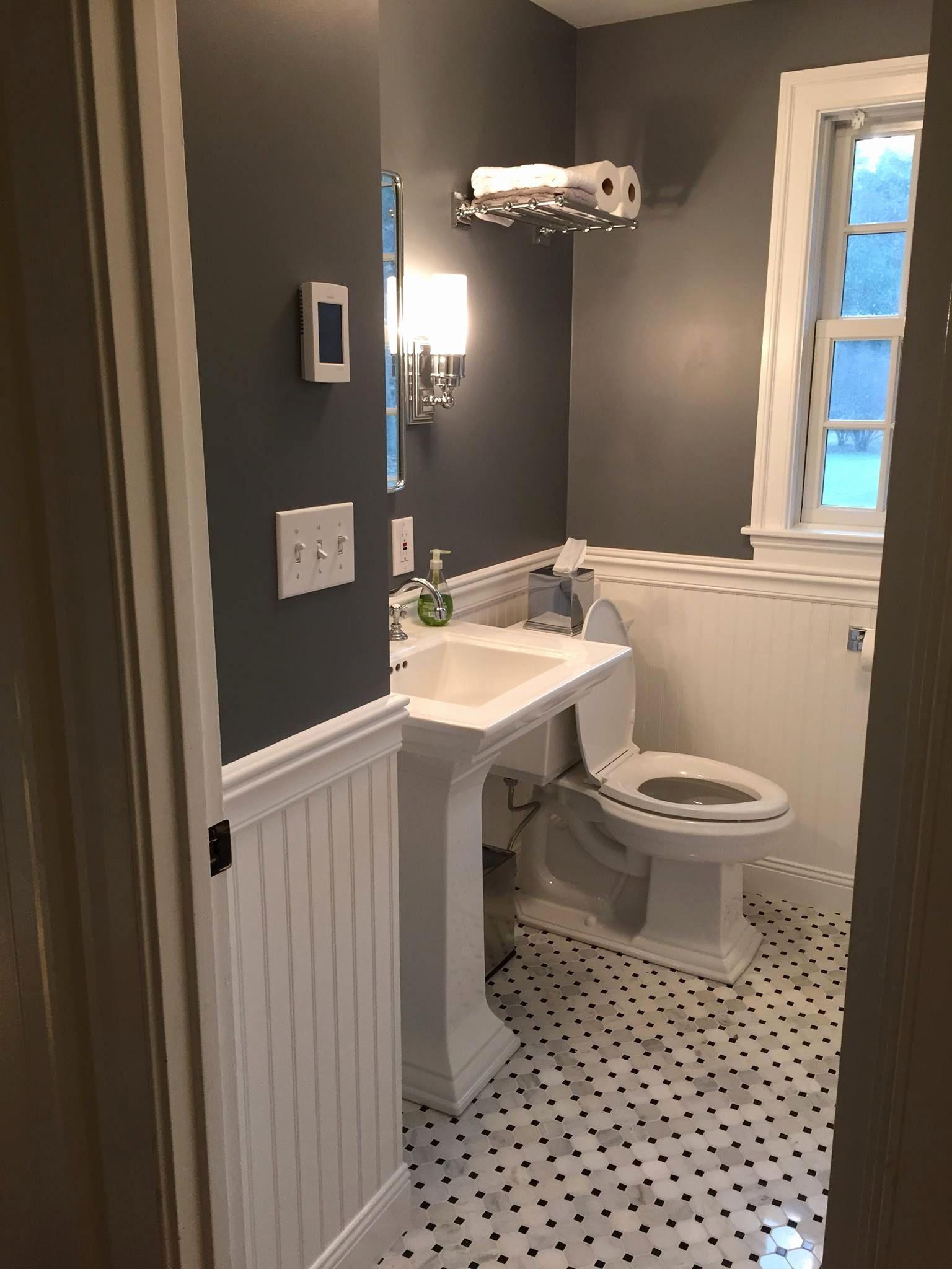 Genial Neue Badezimmer Renovieren   Schrank Türen, Die Bleiben Aus Dem Weg. Hands  Up,