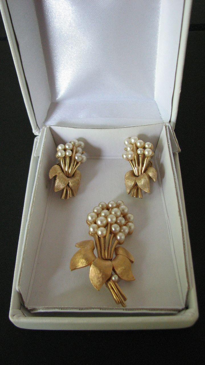 Vintage Trifari Demi Parure Bouquets
