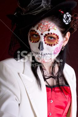 stock-photo-28326330-closeup-of-woman-in-sugarskull-makeup-and-top-hat.jpg (253×380)