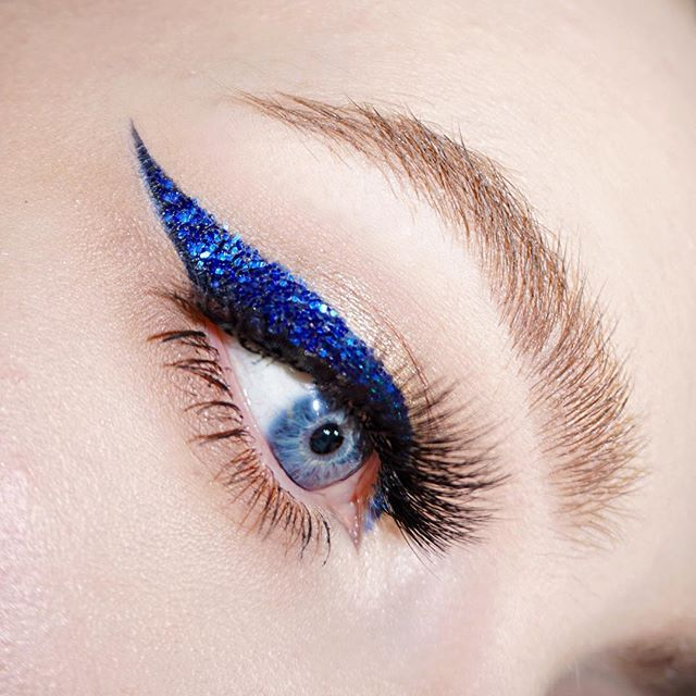 I broke in to a sweat while trying to do this liner. The concentration was real. @litcosmetics In The Navy size 3 and Peacock size 2 glitters.