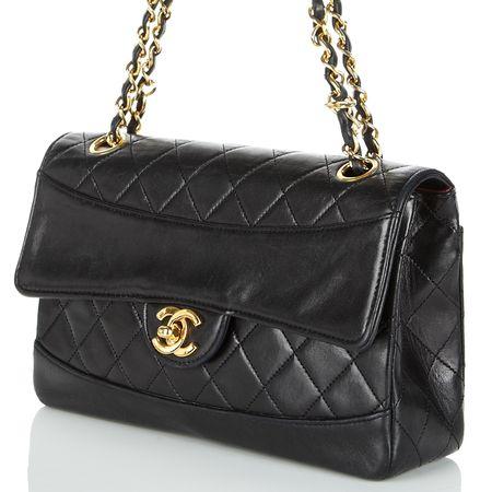 4af9510163d6 Shop  vintage Chanel handbags at Cocosa