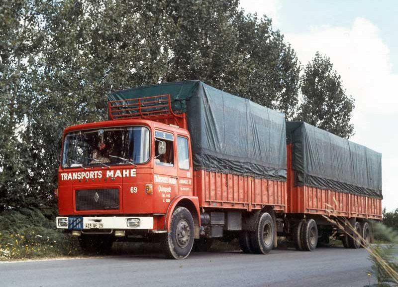 Saviem SM240 sur route vers 1971