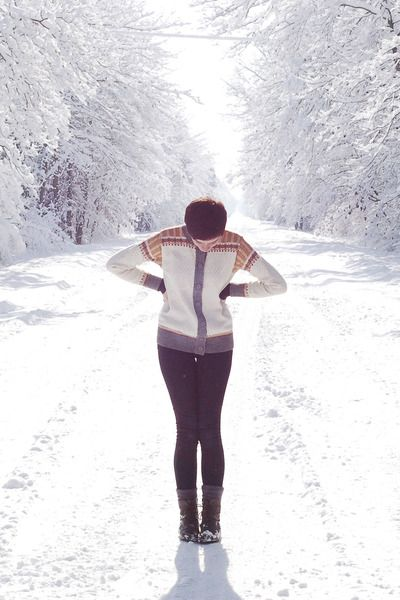 4313fe6e2e SELFIE IDEA  Take a Photo in the middle of a WINTER WONDERLAND + in a Chic  Nordic-Style Outfit + Pose with Hands on Hips to create a body-slimming  effect in ...