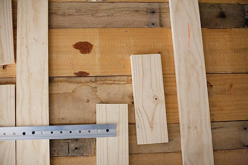 Kopfteil für Bett aus Europaletten selber bauen – DIY Anleitung – DIY, Möbel – ZENIDEEN