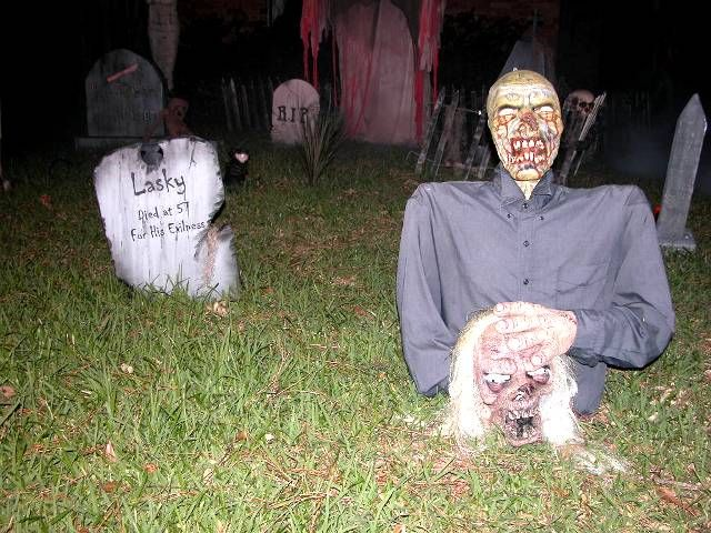 5 Inspiration for 2012 Yard Halloween Decorations House Decorating