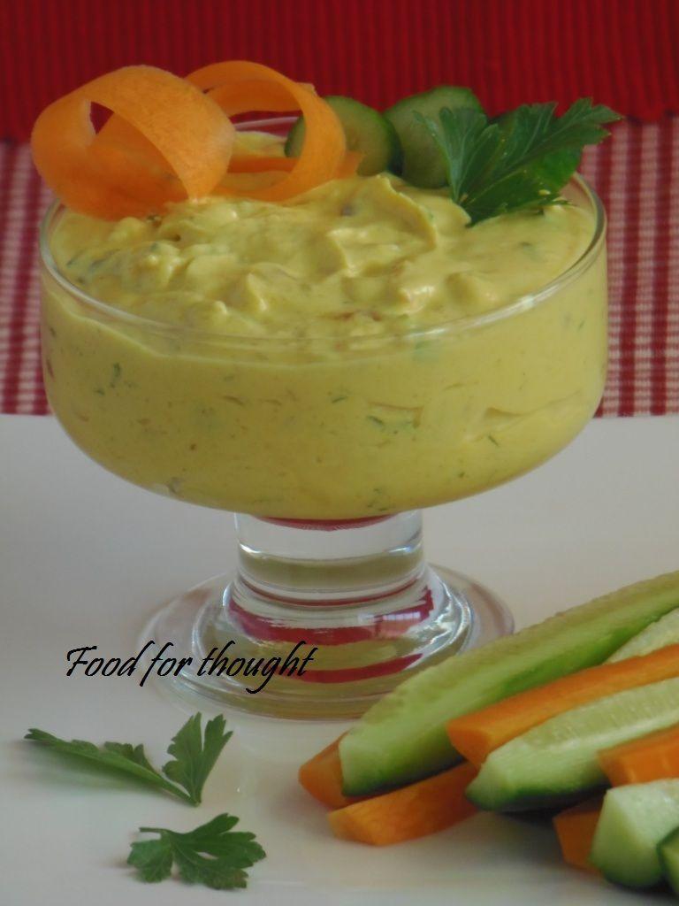 Ντιπ με γιαούρτι, mango chutney και καρυ από το blog Pepi's Kitchen.  Απίθανο ντιπ!!!  http://laxtaristessyntages.blogspot.gr/2014/06/dip-me-giaourti-mango-kai-kary.html