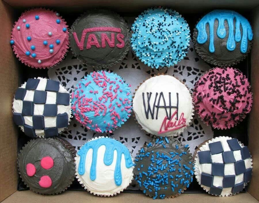 Cupcakes Off The Wall Vans Cupcakes Yumm In 2019 Cake