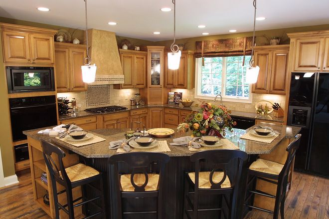 An Oddly Shaped Kitchen Island: L-shaped TRADITIONAL Kitchens With Island
