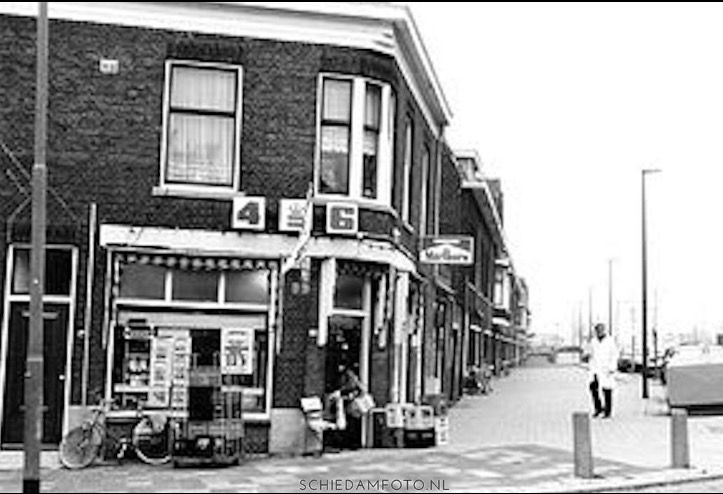 Melkwinkel van de Leede op de hoek van de Lekstraat en de Nieuwe Maasstraat