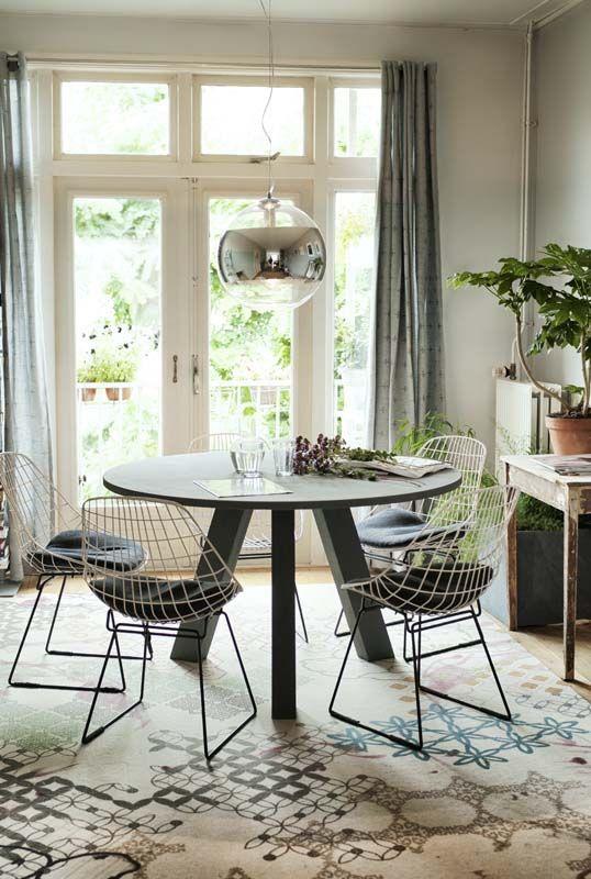 KARWEI  Een leuke ronde tafel voor in de eethoek
