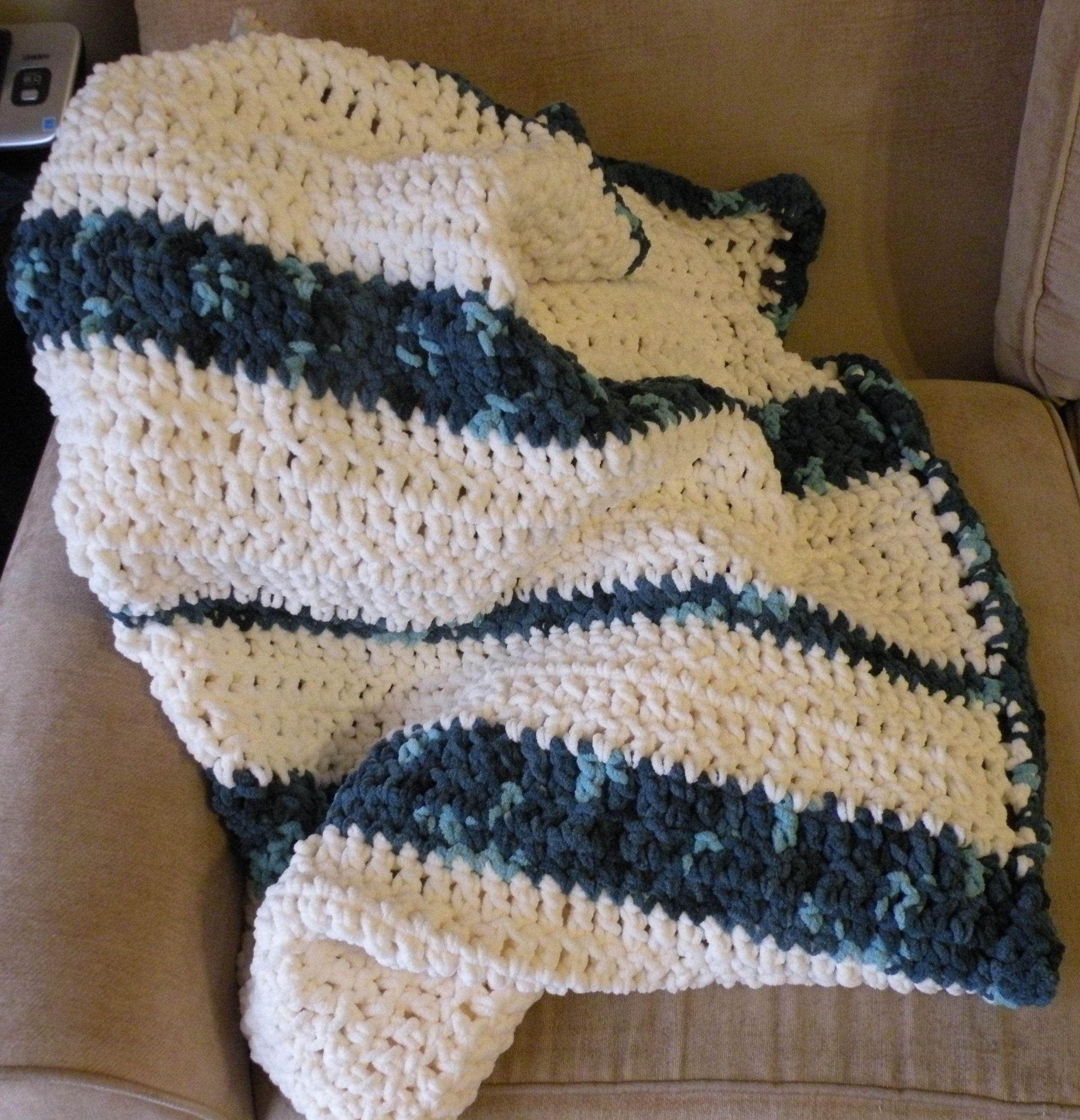Bernat blanket yarn, double crochet with random stripes.   Barnet ...