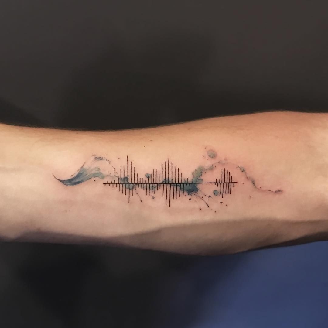 sound waves tattoos pinterest tatouage tatouage musique and tatouage cool. Black Bedroom Furniture Sets. Home Design Ideas