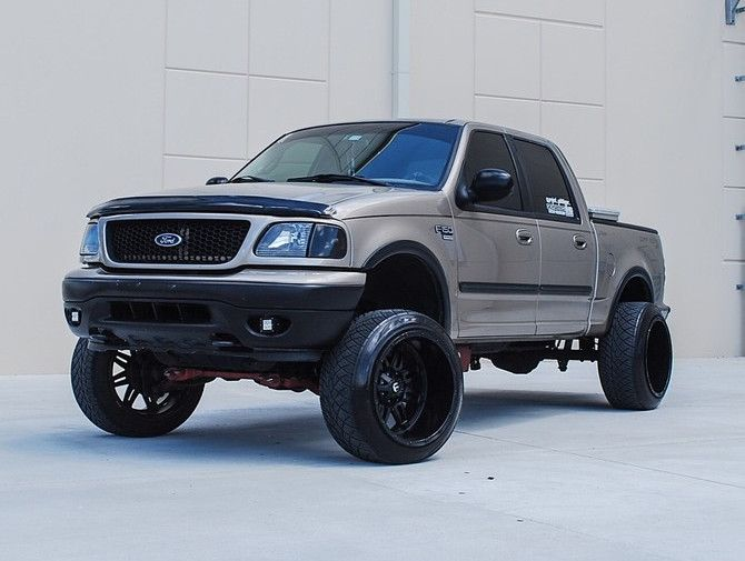 2001 Ford F150 Lariat 4wd Nitto Nt420s 305 45r22 1734 Ford F150 Ford F150 Crew Cab Ford Trucks F150