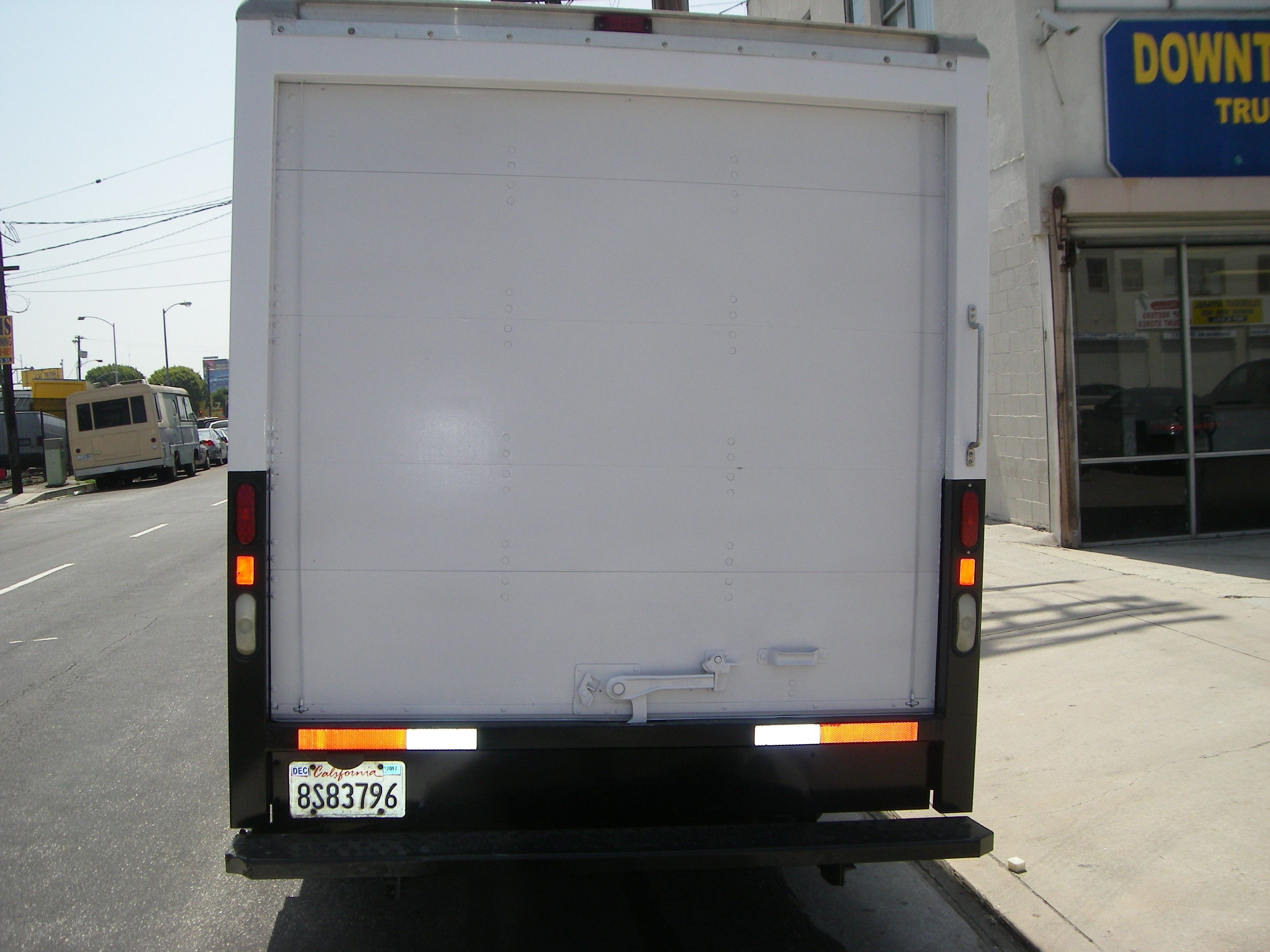 2006 gmc box truck los angeles ca 104199899