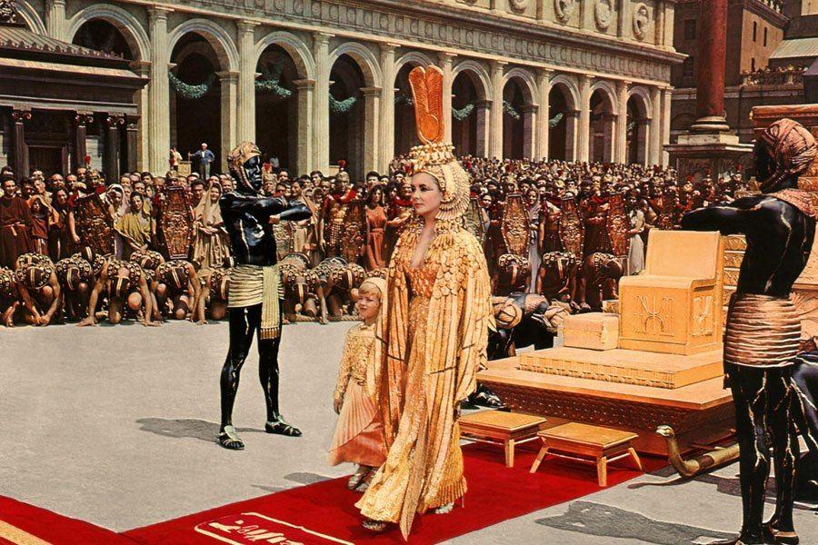 The Set Designs Of Cleopatra Elizabeth Taylor S Classic Movie Cleopatra Elizabeth Taylor Cleopatra Elizabeth Taylor