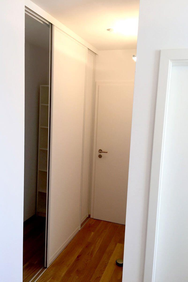 Nischen Schrank Schiebetueren Flur Treppenhaus Holz Weiss Door360 Muenchen 4 Schiebetur Raumteiler Schiebe Tur Raumteiler