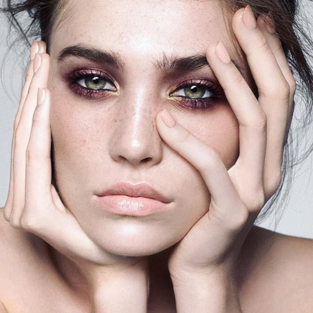 plum shadow to bring our green eyes                              …