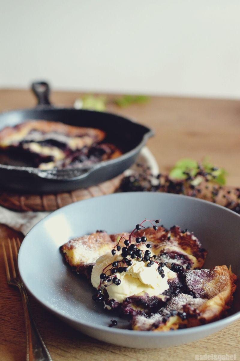Healthy tidbit – Dutch Baby with elderberries