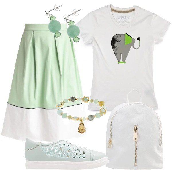 T-shirt di design, bianca, con stampa allegorica, da portare dentro alla  gonna a campana, lunga al ginocchio, con fascia in vita, pences e  bicromatica.