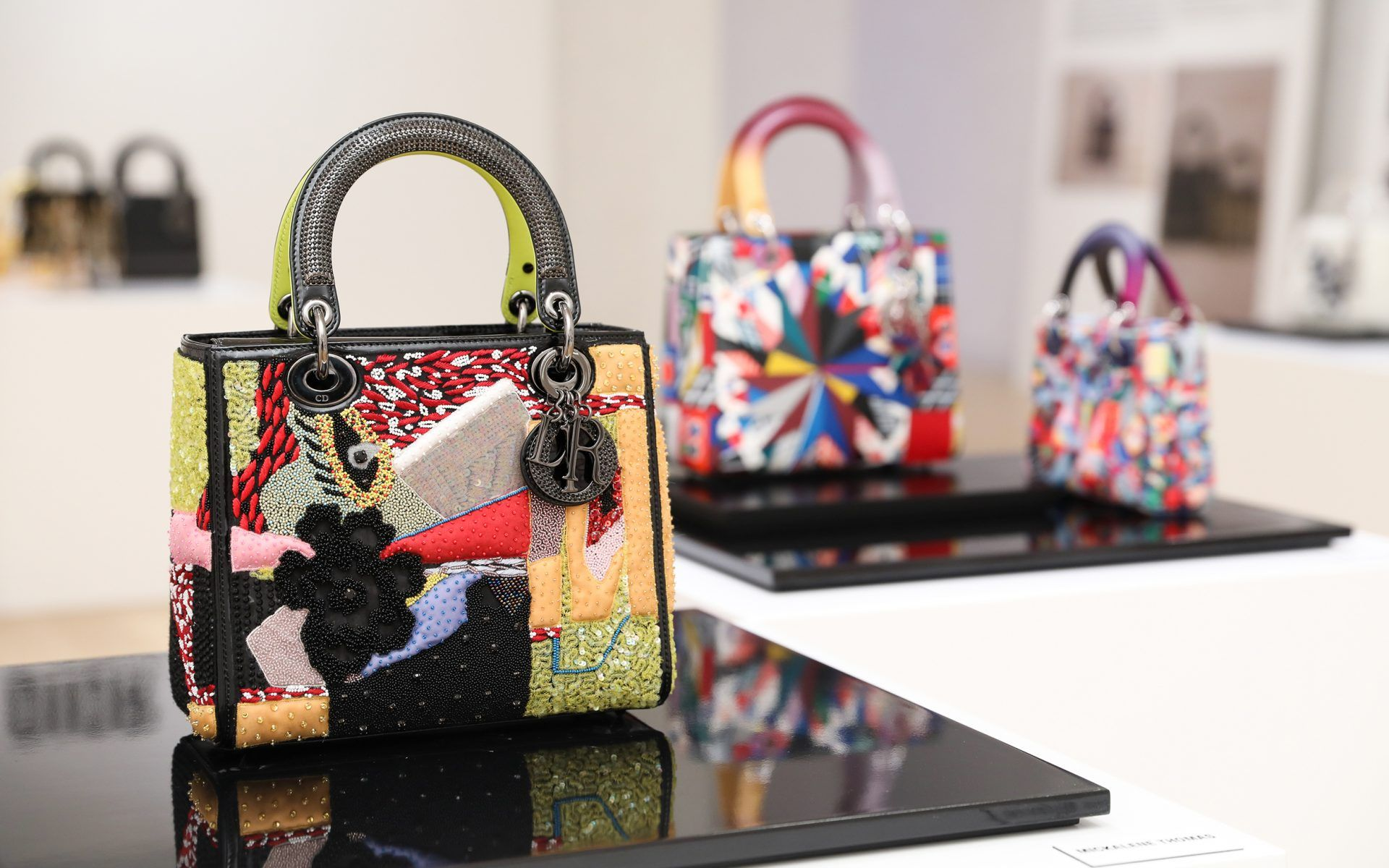 Dior Enlists 11 Women Artists To Create Chic New Handbag Collection Galerie Dior Artist Bag New Handbags