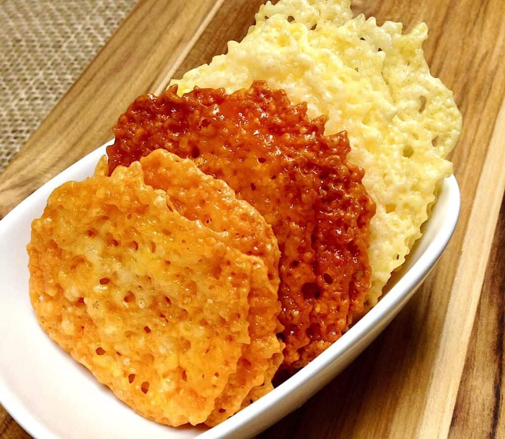 Baked Cheese Crisp Crackers – Keto and Low Carb
