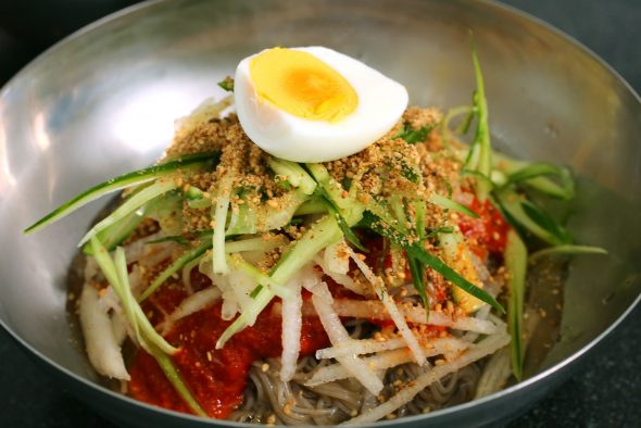 Bibim-naengmyeon 비빔냉면 (Cold, spicy, chewy noodles) recipe - Maangchi.com