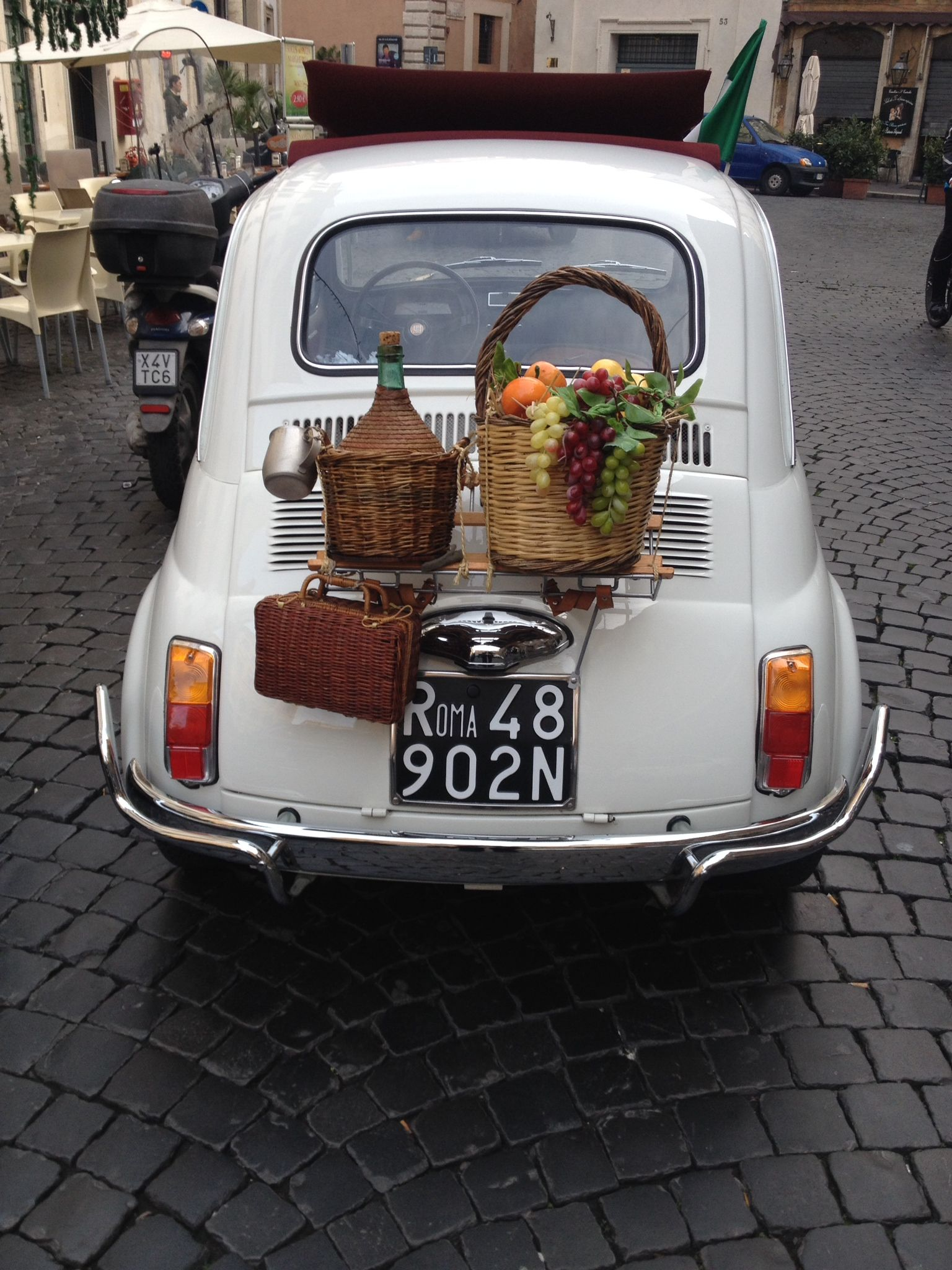 Perfect sighting of an old Fiat 500, including wine baskets, for my last day