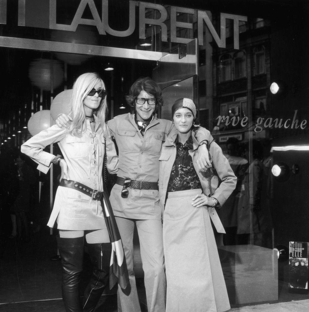 Betty Catroux, Yves Saint Laurent and Loulou de la Falaise, 1969 ... 48840414830a