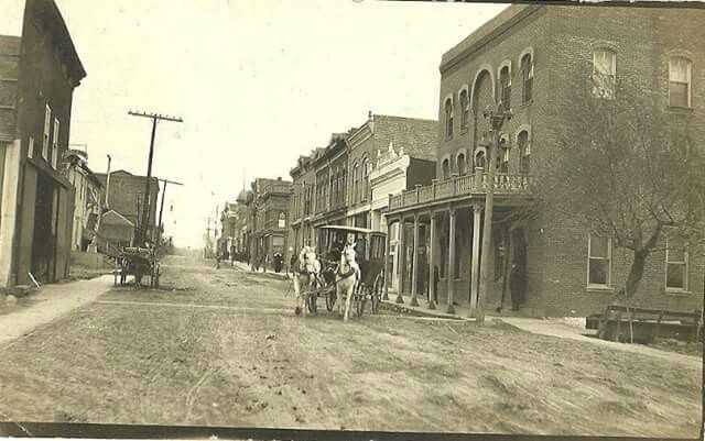 Hotel on East Main before 1907