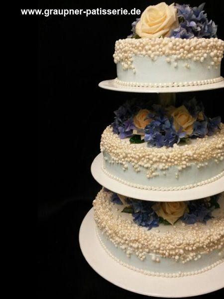 Hochzeitstorte Mit Perlenartiger Verziehrung Und Gelb Blauen Blumen