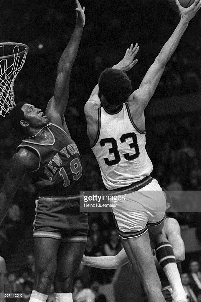 Milwaukee Bucks Lew Alcindor in action, sky hook shot vs New