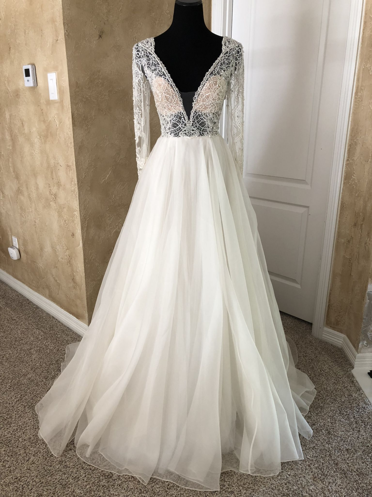 $1000 wedding dress  Watters b Lucretia  Size   New UnAltered Wedding